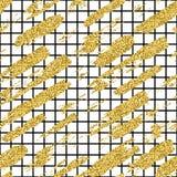 与闪烁刷子条纹和冲程的现代无缝的样式 在白色背景的金黄,黑颜色 手画 免版税库存图片