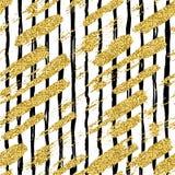 与闪烁刷子条纹和冲程的现代无缝的样式 在白色背景的金黄,黑颜色 手画 图库摄影