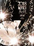 与闪烁发光物、蛇纹石、瓶和玻璃的圣诞节和新年背景用香槟和手表 免版税库存照片