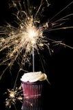 与闪烁发光物的唯一巧克力杯形蛋糕 免版税库存照片