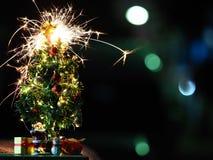 与闪烁发光物的新年快乐和圣诞节概念 库存照片