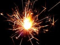与闪烁发光物的新年在黑背景发火花 库存图片