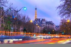 与闪烁艾菲尔铁塔的都市风景和 免版税库存照片