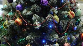 与闪耀的装饰的好的人为圣诞树 影视素材