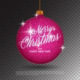 与闪耀的金属闪烁的垂悬的圣诞节球作用和在透明背景的圣诞快乐字法 图库摄影