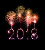 与闪闪发光烟花的新年好2018年在晚上 免版税库存照片
