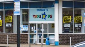 与闭合值的Toys R Us下来签字 免版税库存照片