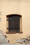 与闭合的快门的视窗 库存图片