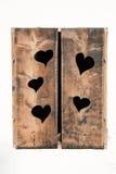 与闭合的木快门的窗口 免版税图库摄影