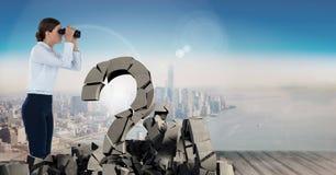 与问题标志的残破的具体都市风景的石头和女实业家 库存图片