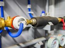 与阀门和电柜台的热导管系统 免版税库存照片