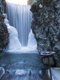 与阀门的被冰的瀑布 库存图片