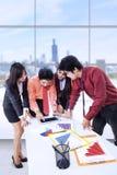 企业队讨论在办公室 免版税库存照片