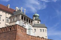 与防御墙壁,克拉科夫,波兰的Wawel皇家城堡 库存图片