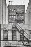 与防火梯的老砖瓦房,纽约 库存图片