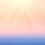 与阳光的模糊的抽象梯度背景 使光滑过去 库存照片