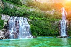 与阳光的瀑布在韩国 库存图片