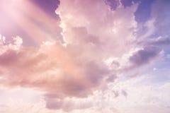 与阳光的软的云彩 免版税库存照片