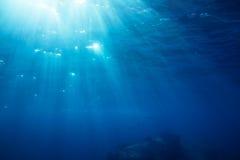 与阳光的水下的射击 库存照片