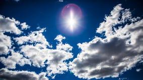 与阳光的Cloudscape 库存照片