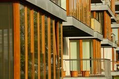 与阳台的现代建筑学公寓在布拉格 免版税库存照片