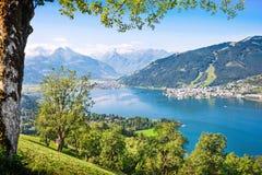 与阿尔卑斯的美好的风景和山湖在Zell上午看见,奥地利 图库摄影