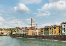 与阿迪杰河,意大利的维罗纳地平线 库存照片