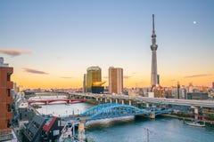 与隅田川的东京地平线 免版税库存照片