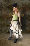 与难看的东西Bac的美丽的Steampunk妇女画象 免版税库存图片
