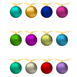 与集合五颜六色的圣诞节装饰物球的例证新年Bckground 向量例证