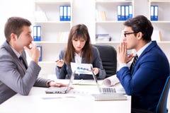 与雇员的业务会议在办公室 库存图片