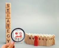 与雇员词战略、企业日程表和队的木块  经营战略是行动一个联合模型  免版税库存照片