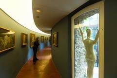与雕塑的内部和书刊上的图片在大理博物馆 库存照片