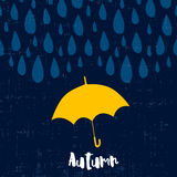 与雨珠和伞的秋天卡片 免版税图库摄影