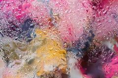 与雨珠的抽象背景,被弄脏的样式 现代样式、墙纸或者横幅设计的生动的色彩 与 免版税库存照片