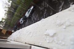 与雨的冰雹 免版税库存照片