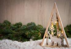 与雪、杉树和xmas光的圣诞节装饰品 库存图片