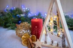 与雪、杉树和xmas光的圣诞节装饰品 库存照片