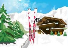 与雪、滑雪、滑雪杆、瑞士山中的牧人小屋和山的冬天风景 免版税库存图片