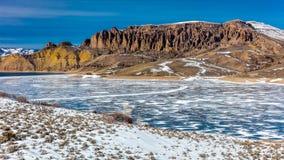 与雪、Sapinero Curecanti全国度假区、高速公路高速公路50在Gunnison之间和Montrose的蓝色MESA RESERVOIRE 库存图片