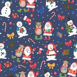 与雪人、驯鹿和圣诞老人项目的圣诞节无缝的样式 皇族释放例证