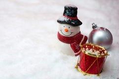 与雪人和光bokeh,特写镜头的圣诞节构成 库存图片