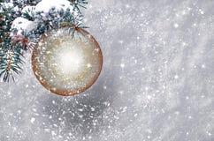 与雪剥落的圣诞节球 库存图片