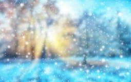 与雪剥落的抽象迷离冬天背景 库存照片