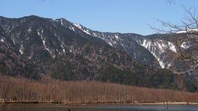 与雪山的美好的自然风景 库存照片