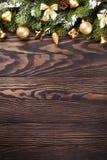 与雪杉树的圣诞节背景 免版税库存照片