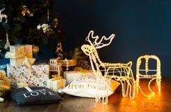 与雪橇的新年发光的驯鹿 免版税图库摄影