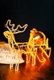 与雪橇的新年发光的驯鹿 免版税库存图片
