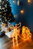 与雪橇的新年发光的驯鹿 库存图片