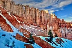 与雪的不祥之物在布莱斯峡谷国家公园 库存图片